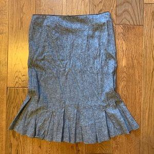 Linen, high-waisted flared skirt.